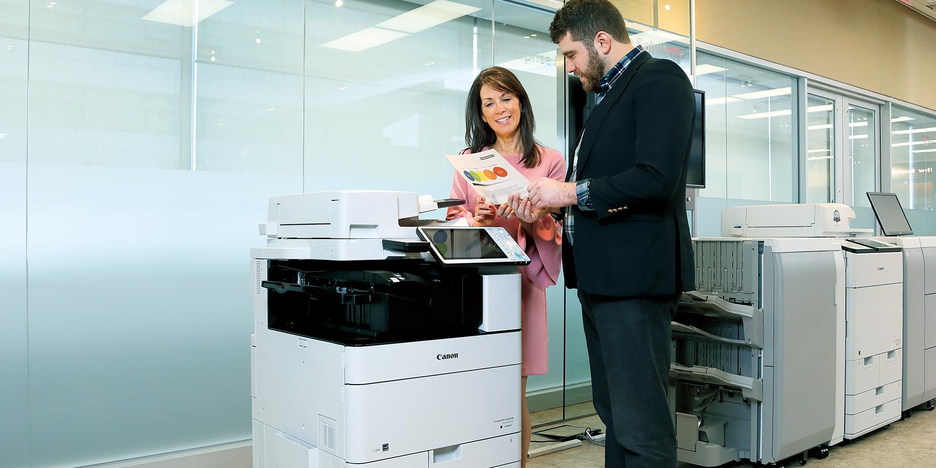 دستگاه کپی imageRUNNER 2204 کانن محصول شرکت نامآشنای «کانن» (Canon) است ، این شرکت همواره در زمینه چاپ و کپی یکی از بهترین گزینه های بازار محسوب میشود؛bia2takhfif